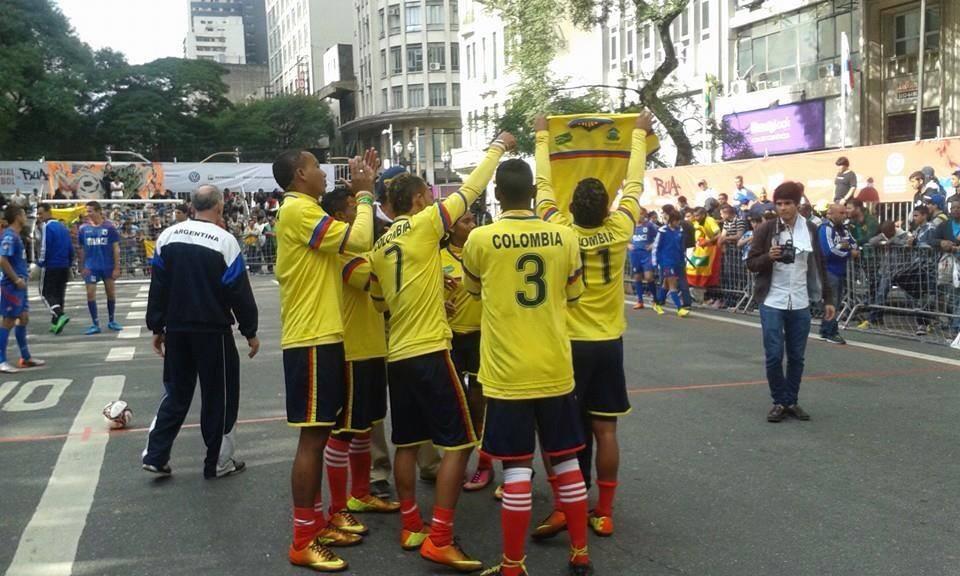 Festejo Colombia Israel Mundial Fútbol Callejero Brasil 2014